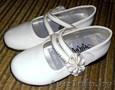 Красивые белые туфли для девочки р-р 31-32.