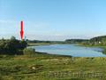 Жилой кирпично-щитовой дом на берегу озера.